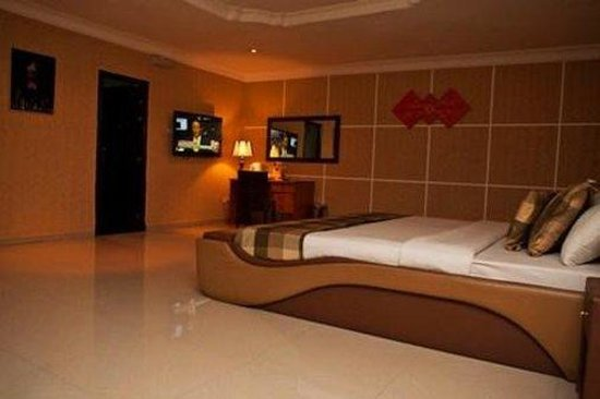 Diplomat Hotel: Suite