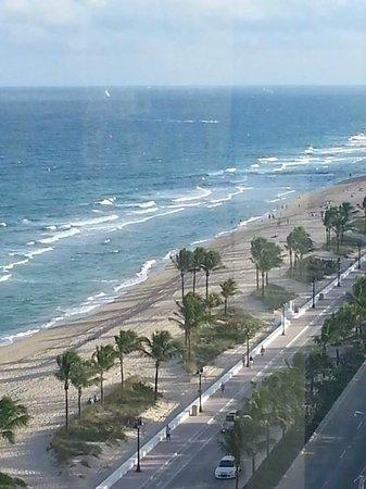 Sonesta Fort Lauderdale Beach: From top floor, looking South (Lower room numbers)