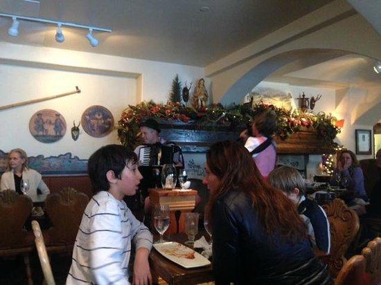 Goldener Hirsch Inn: Entertainment at the bar