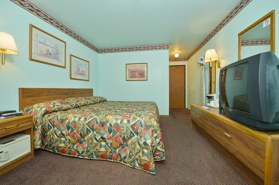 Americas Best Value Inn Tucumcari: One King Standard2