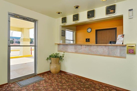 Americas Best Value Inn Tucumcari: Front Desk