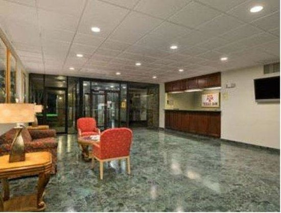 University Inn College Station: Lobby view