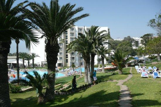 Kenzi Europa: The pool and sunbathing area