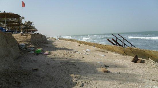 Holiday Beach Club Hotel: Strandpromenaden