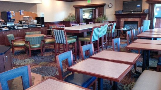 Holiday Inn Express Portland SE-Clackamas Area: Breakfast Area