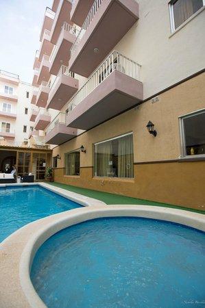Soreda Hotel: Outdoor Pool