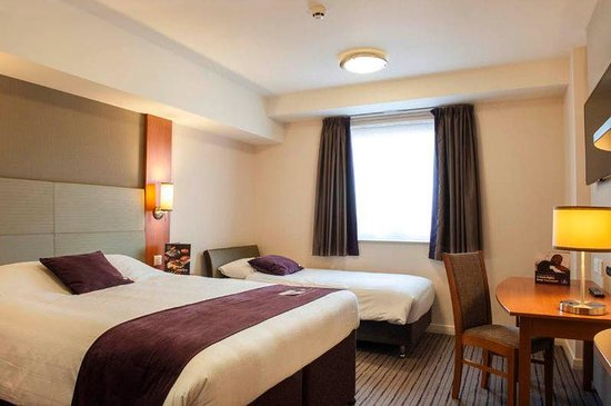 Premier Inn Woking Town Centre Hotel: Room
