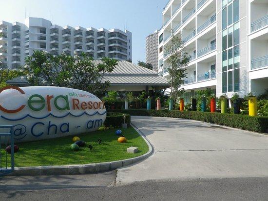 Cera Resort Chaam : Entrée de l'hôtel