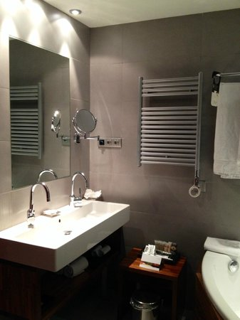 Pullman Barcelona Skipper: Bath room on the first room on the 1st floor.