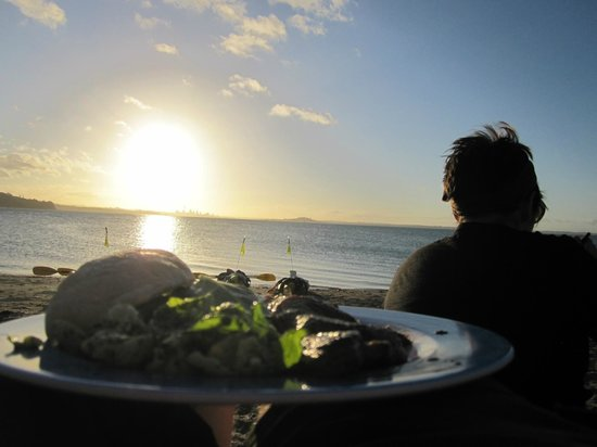 Auckland Sea Kayaks : Delicious dinner, on the beach, post hike, watching the sun set over Auckland