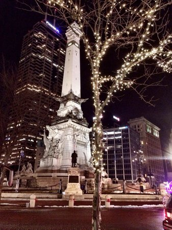 Hilton Indianapolis: Enjoy a romantic stroll or carriage ride only 1 block from hotel.
