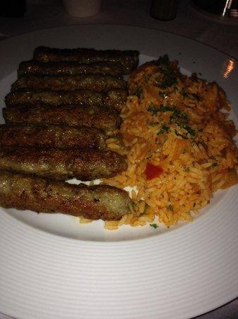 Esstaurant Mirko: Cevapcici mit Reis