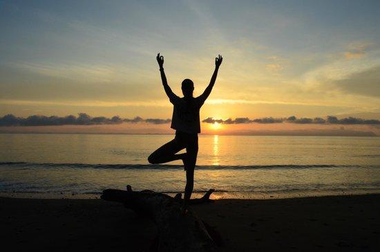 Blue Osa Yoga Retreat and Spa : Sunrise yoga