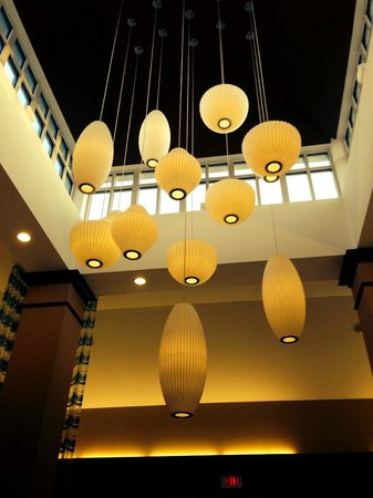 Hilton Garden Inn Albany / SUNY Area: Fabulous George Nelson lamps in the Lobby!