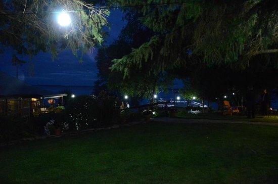 Howe Island B&B: night time shot