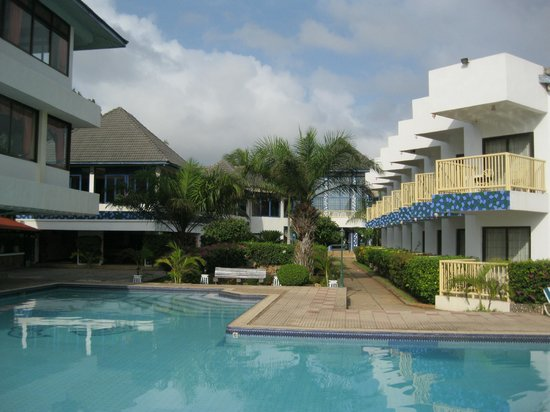 Beachcomber Hotel and Resort: View of pool and grounds