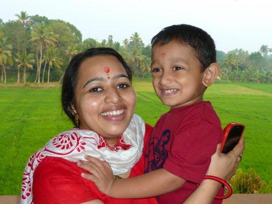 Athreya Ayurvedic Centre: Dr. JayaLaksmi und Sohn