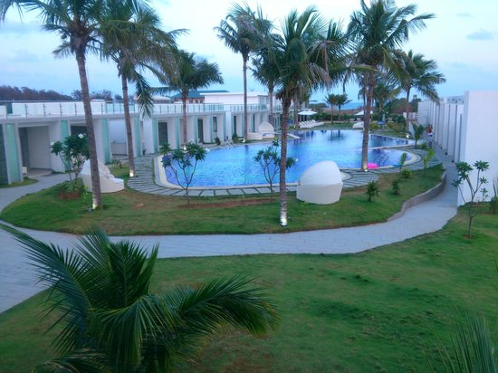 Grande Bay Resort and Spa : we all friends went to attend a conference, resort is located near the bypass road of Ecr and ea