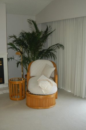 Lighthouse Club Hotel an Inn at Fager's Island: The great chase lounge chair.