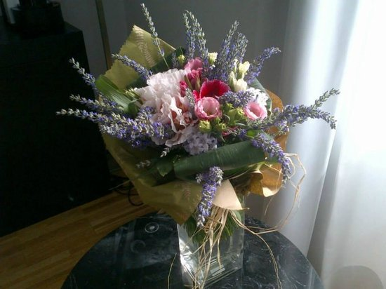 At Home Townhouse - Filiberto: Bouquet on Request