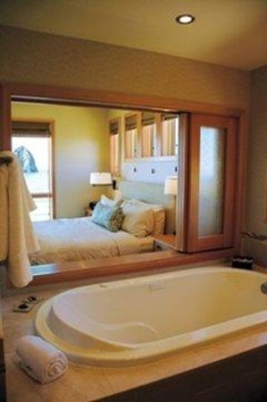 Cottages at Cape Kiwanda: Cottagesbathroom To Bedroom
