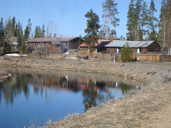Mountain Lakes Lodge : Back Of MLLFrom Canal