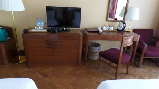 Inya Lake Hotel, Yangon: our room