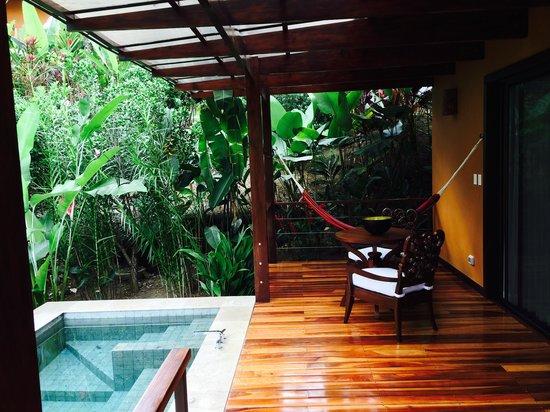 Nayara Resort Spa & Gardens: Villa private outdoor deck and spa