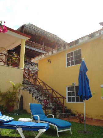 Hotel La Joya: Looking up the stairs from the pool area