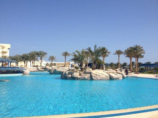Palm Royale Soma Bay : piscine principale