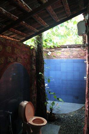 Marari Dreamz: Open to sky bathroom :)