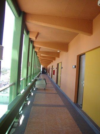 El Cid Castilla Beach Hotel: 8th floor hallway
