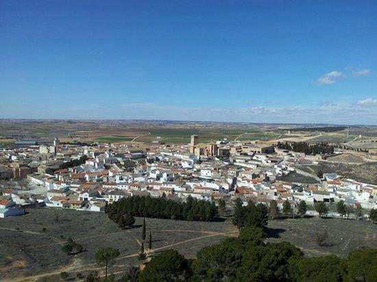 Castillo de Belmonte: Vista de la villa de BELMONTE desde el Castillo