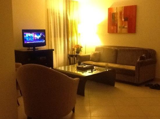 Corp Executive Hotel Doha Suites : comfortable sitting area