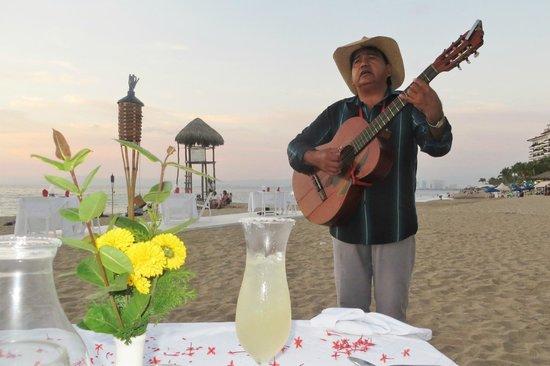 Hotel Casa Dona Susana : Dinner on the Beach with Musician