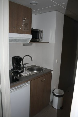 Appart'City Paris Bobigny: Kitchenette area