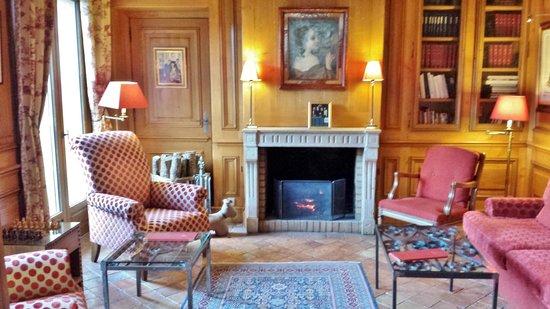 Le Relais Bernard Loiseau: salon