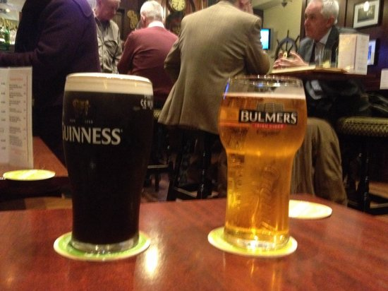 Brannigan's Bar: Perfect pints :)