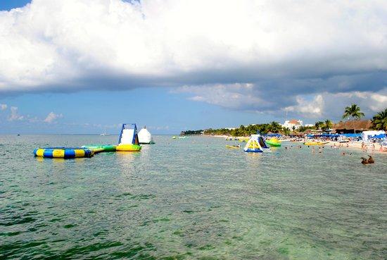 Paradise Beach: floats
