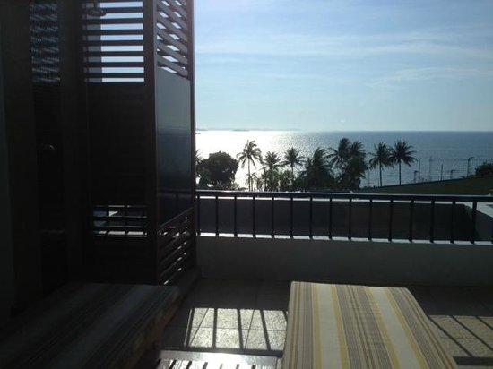Dusit Thani Pattaya : Balcone camera