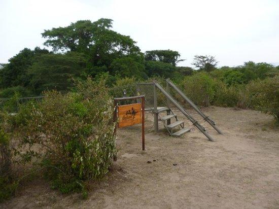 Ilkeliani Camp : Rope bridge entrance to the camp