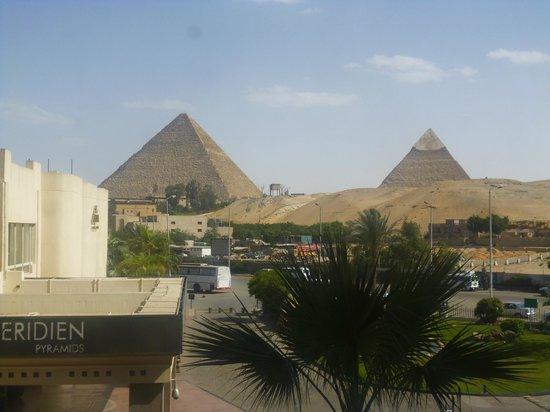 Le Meridien Pyramids Hotel & Spa : Vista Habitacion ala lateral al frente
