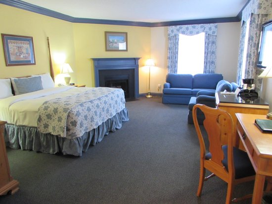 The Founders Inn and Spa: Our Fireplace Room