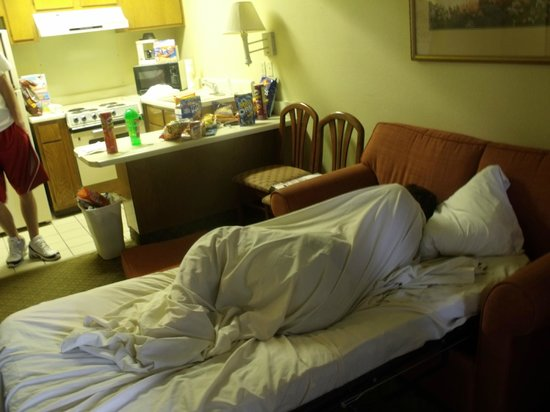 Econo Lodge Inn & Suites: sleeping in