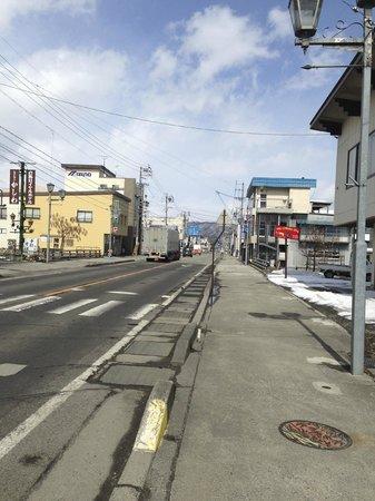The Ridge Hotel & Apartments: Main street of Hukuba