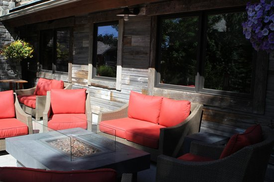 Teton Mountain Lodge & Spa- A Noble House Resort: outdoor seating area