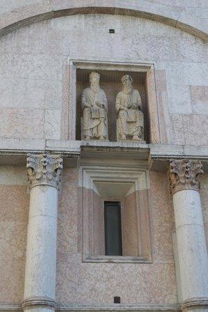 Battistero di Parma: exterior side detail
