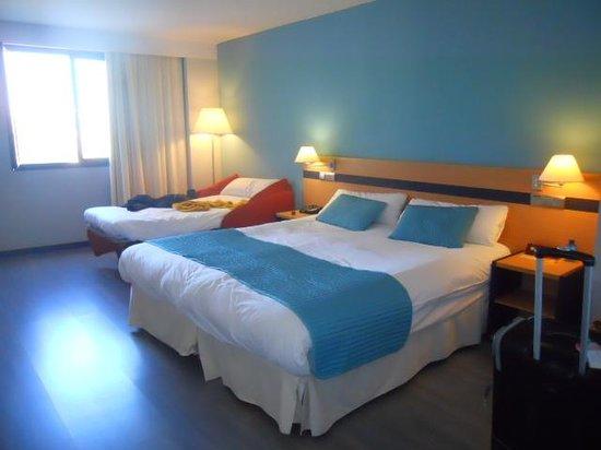 Hotel Ibis Styles Ramiro I: habitacion triple