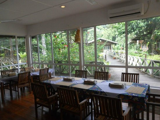 Borneo Nature Lodge: Dining table in the restaurant