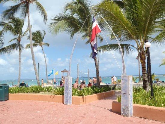 Occidental Caribe: Entering the beach